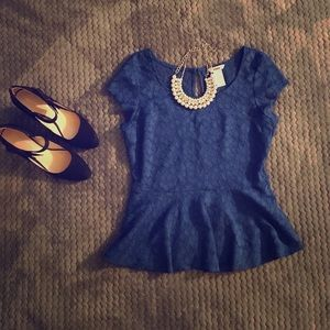 Candie's size Large blue lace top